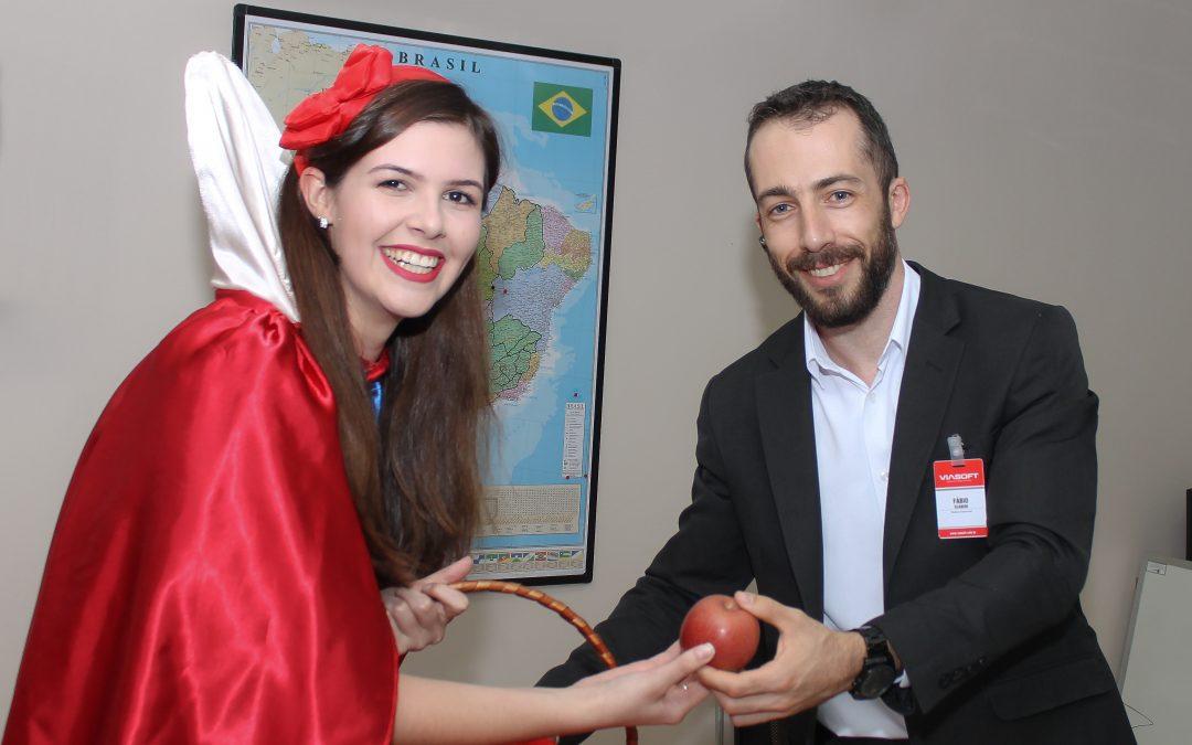 Branca de Neve distribui maçãs pela Viasoft