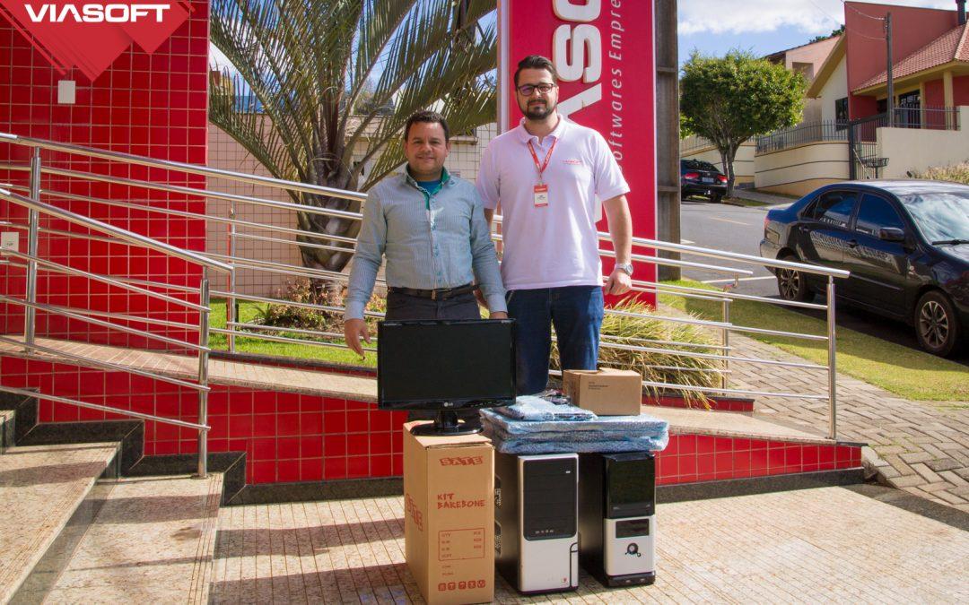 VIASOFT doa computadores, mesas e cadeiras para o Lar São Vicente de Paulo